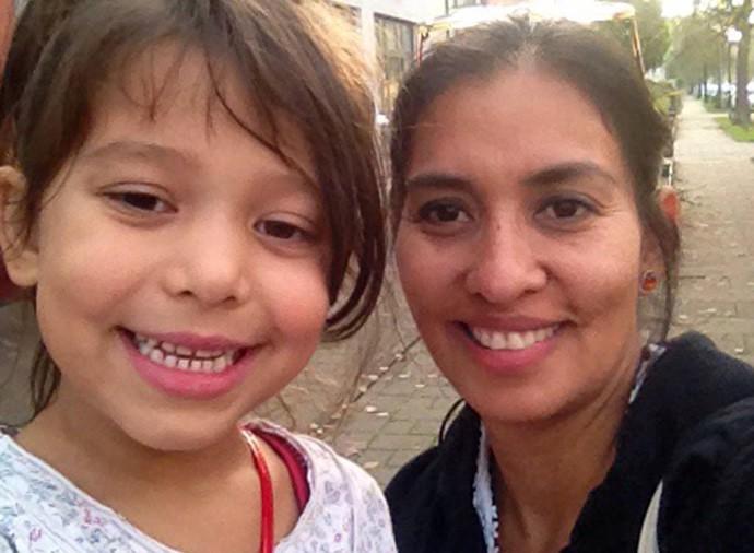 Hija y madre de paseo por Bremen